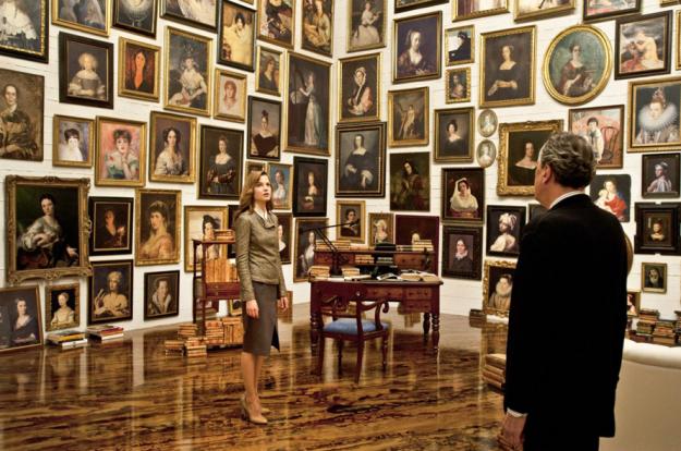 koneser. pokój z portretami